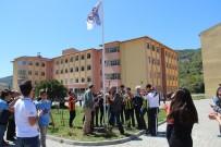 4 Büyüklerin Taraftarları Birlikte Beşiktaş Bayrağını Göndere Çekti
