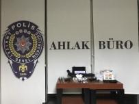 TAHKİKAT - Antalya'da Kumar Oynatılan Dernekte Silahlar Bulundu