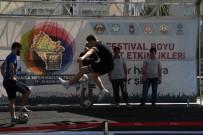 ŞAMPIYON - Futbol Cambazları Hünerlerini Sergiledi