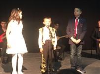 YAŞAR ÖZTÜRK - İlkokul Öğrencileri Seslerini Yarıştırdı