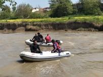 SAKARYA NEHRI - Nehre Düşen Gencin Arama Çalışmaları İkinci Günde De Devam Ediyor