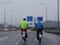 DONMA TEHLİKESİ - Çibörek Aşkı 300 Kilometre Yol Yaptırdı