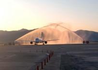 REKOR - Rusya'dan Dalaman'a Gelen Uçak Su Takıyla Karşılandı