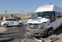 ÖĞRENCİ SERVİSİ - Sivas'ta Zincirleme Trafik Kazası Açıklaması 5 Yaralı