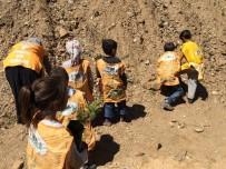 TEMA Gönüllüsü Öğrenciler Fidan Dikti