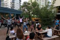 İLLER BANKASı - Adana'da Cafe Ve Caddelerde Dünya Dans Günü Etkinliği