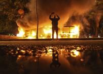 Araçlar Ateşe Verildi, Caddeler Trafiğe Kapatıldı