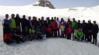 HAKKARİ VALİSİ - Hakkari'de Valilik Kupası Kayak Yarışması Düzenlendi