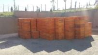 HAYVANCILIK - Hasankeyf'te Çiftçilere Arı Kovanı Ve Malzemesi Dağıtıldı
