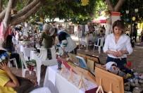 ALıŞVERIŞ - Kadınlar El Emeklerini Satıyor, Kız Çocukları Okuyor