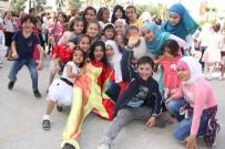 ÇOCUK TİYATROSU - Suriyeli Çocuklar, Mersin Barosunun Şenliğinde Doyasıya Eğlendi