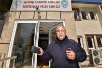 NAMUSLU - Buldukları Cüzdanı Polis Merkezine Teslim Ettiler