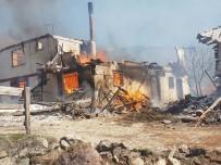 Çankırı'da Köy Yangını Açıklaması İlk Belirlemelere Göre 25 Ev Yandı