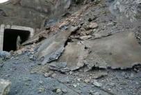 Elazığ-Bingöl Arasında Demir Yoluna Heyelan Düştü