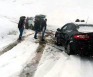 RECEP GÖKÇE - Nisanda Kar Yağışı Yolda Bıraktı