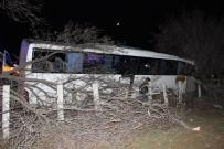 Tur Otobüsü Kaza Yaptı Açıklaması 15 Yaralı