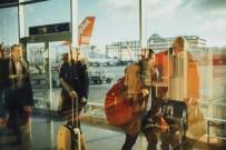 SIVIL HAVACıLıK GENEL MÜDÜRLÜĞÜ - Uçakta Kural Tanımayan Yolcular Yandı