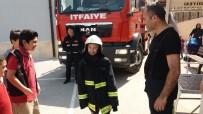 TURGAY CINER - Yangından Korkan Öğrencileri Kıyafetlerini Giydirerek Teselli Etti