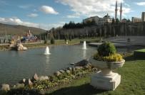 ÇIÇEKLI - Ankara Büyükşehir'den Çevre İlçe Meydanlarına Da Çiçek Vazoları