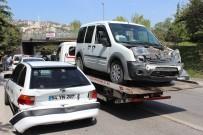 KURUÇEŞME - Kocaeli'de 4 Araç Birbirine Girdi