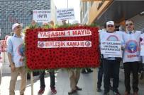 CUMHURIYET - Taksim'de Birleşik Kamu-İş Üyeleri Cumhuriyet Anıtı'na Çelenk, Kazancı Yokuşu'na Karanfil Bıraktı
