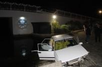 AKARCA - Alkollü Gencin Kullandığı Otomobil Köprüden Uçtu