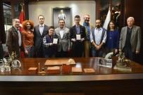 AHMET ATAÇ - Başarılı Yüzücüler Başkan Ataç'ı Ziyaret Etti
