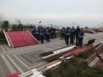 BELEDİYE ÇALIŞANI - Belediye Başkanı Ve Zabıta Karşı Karşıya Geldi