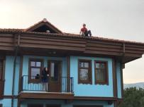 KIRLANGIÇ - Çatıda Mahsur Kalan Kırlangıcın İmdadına NAK Yetişti