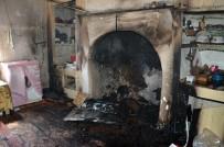 Niksar'da Ahşap Evde Yangın
