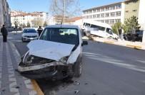 Tokat'ta Trafik Kazası Açıklaması 2 Yaralı