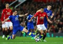 MIDDLESBROUGH - Mourinho'lu United, Beraberliğe Abone