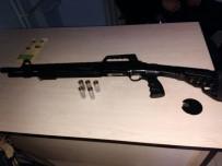 RUHSATSIZ SİLAH - Polis Uyuşturucu Ve Silah Ele Geçirdi