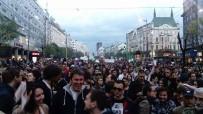 MUHALEFET PARTİLERİ - Sırbistan'da Binlerce Muhalif Sokakta
