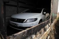 TIR DORSESİ - Yanan Tır Dorsesinden Sıfır Otomobil Çıktı