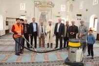 Alaca Belediyesi Camileri Temizliyor