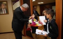 SARAYBAHÇE - Başkan Karaosmanoğlu, Öğrencileri Makamında Ağırladı