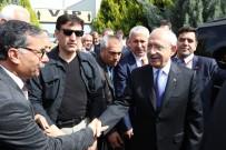 Kılıçdaroğlu, Beşiktaş'taki Saldırıda Ölen Ahmet Dokuyucu'nun Ailesini Ziyaret Etti