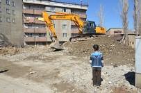 YEŞILDERE - Yüksekova'da Yıkım Çalışması