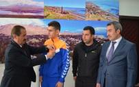 Başkan Gürsoy'dan Başarılı Atlete Ödül
