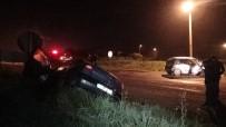 SILIVRI DEVLET HASTANESI - İki Araç Kafa Kafaya Çarpıştı Açıklaması 4 Yaralı