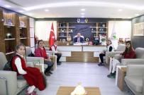 Öğrencilerden Başkan Şahiner'e Sürpriz Ziyaret