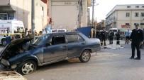 HALK OTOBÜSÜ - Otobüsün Çarptığı Otomobilden Yola Fırlayan Kadın Hayatını Kaybetti