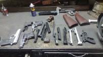MALATYA CUMHURİYET BAŞSAVCILIĞI - Ruhsatsız Silah Ve Mermiler Ele Geçirildi