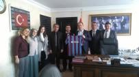 MURAT ŞENER - Trabzonlu Öğretmenler Kaymakam Şener'e Forma Hediye Etti