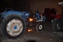 SÖNDÜRME TÜPÜ - Yanan Traktörü Polis Söndürdü