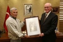 PORTRE - Yaşlı Merkezi'nden Başkan Kurt'a Anlamlı Ziyaret