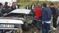 ADıYAMAN ÜNIVERSITESI - Hafif Ticari Araç İle Otomobil Çarpıştı Açıklaması 4 Yaralı