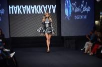 HAKAN AKKAYA - Ünlü Modacı Koleksiyonunu New York'tan Sonra İlk Kez İzmir'de Sergiledi