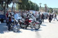 AYVALIK BELEDİYESİ - Ayvalık'ta Gençlik Hareketi'nden 'Kaskını Da Al Gel' Yürüyüşü